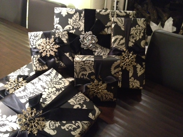 lita lane wrapping christmas presents. Black Bedroom Furniture Sets. Home Design Ideas